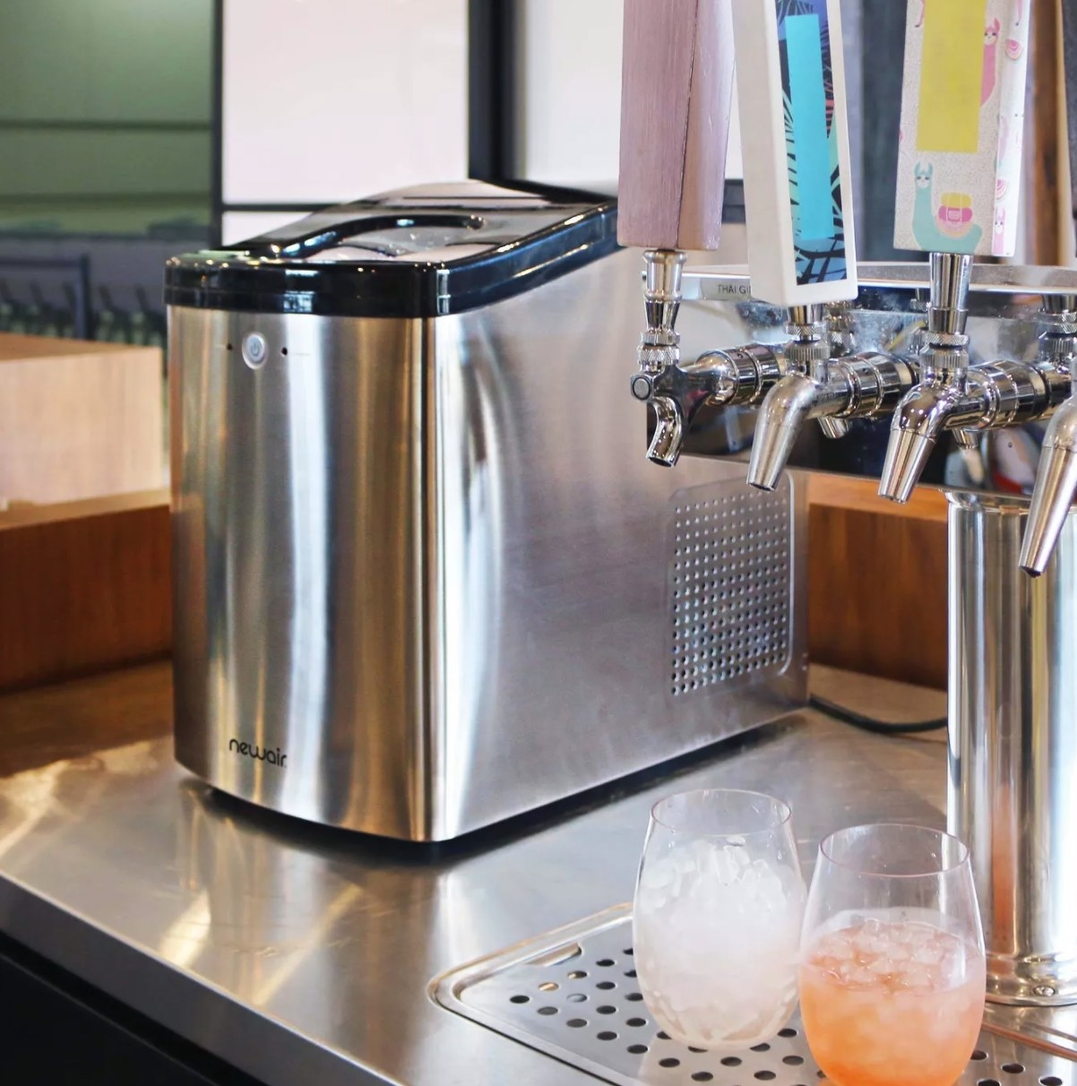 the stainless steel ice maker