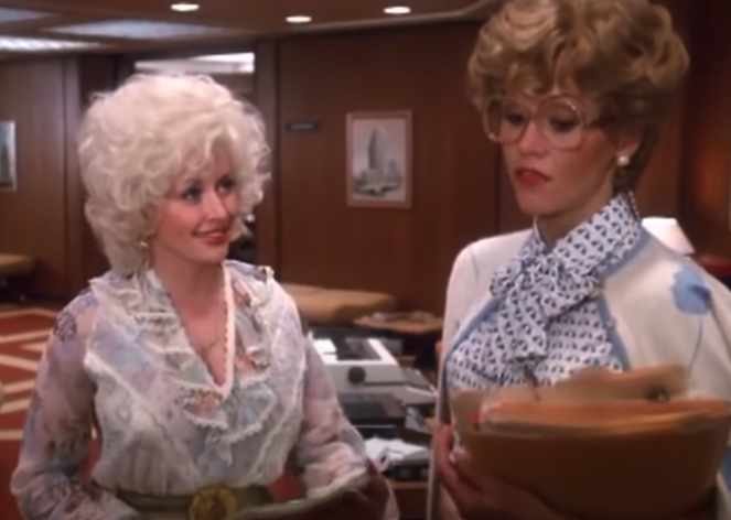 "Judy and Doralee talking in the office in ""9 to 5"""