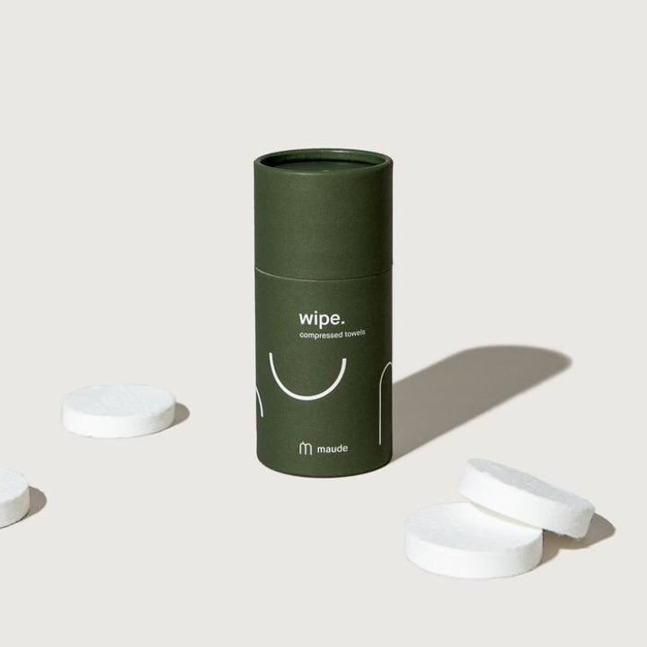 The cylinder packaging with the round, not-yet-expanded wipes