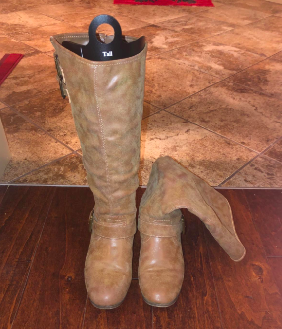 On the left, a tall boot standing up straight with the shaper inside of it, and on the right, the other boot of the pair, leaning down, because it doesn't have a shaper inside of it
