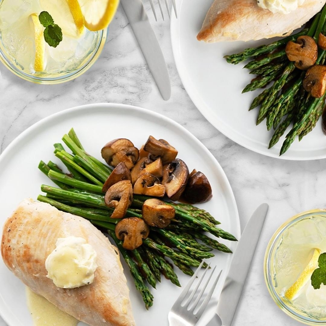 A Home Chef meal with chicken, asparagus, and mushrooms