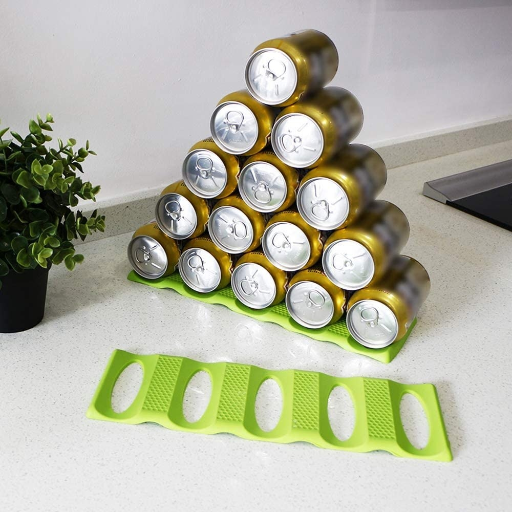 Fifteen cans stacked in a pyramid on the stacking mat