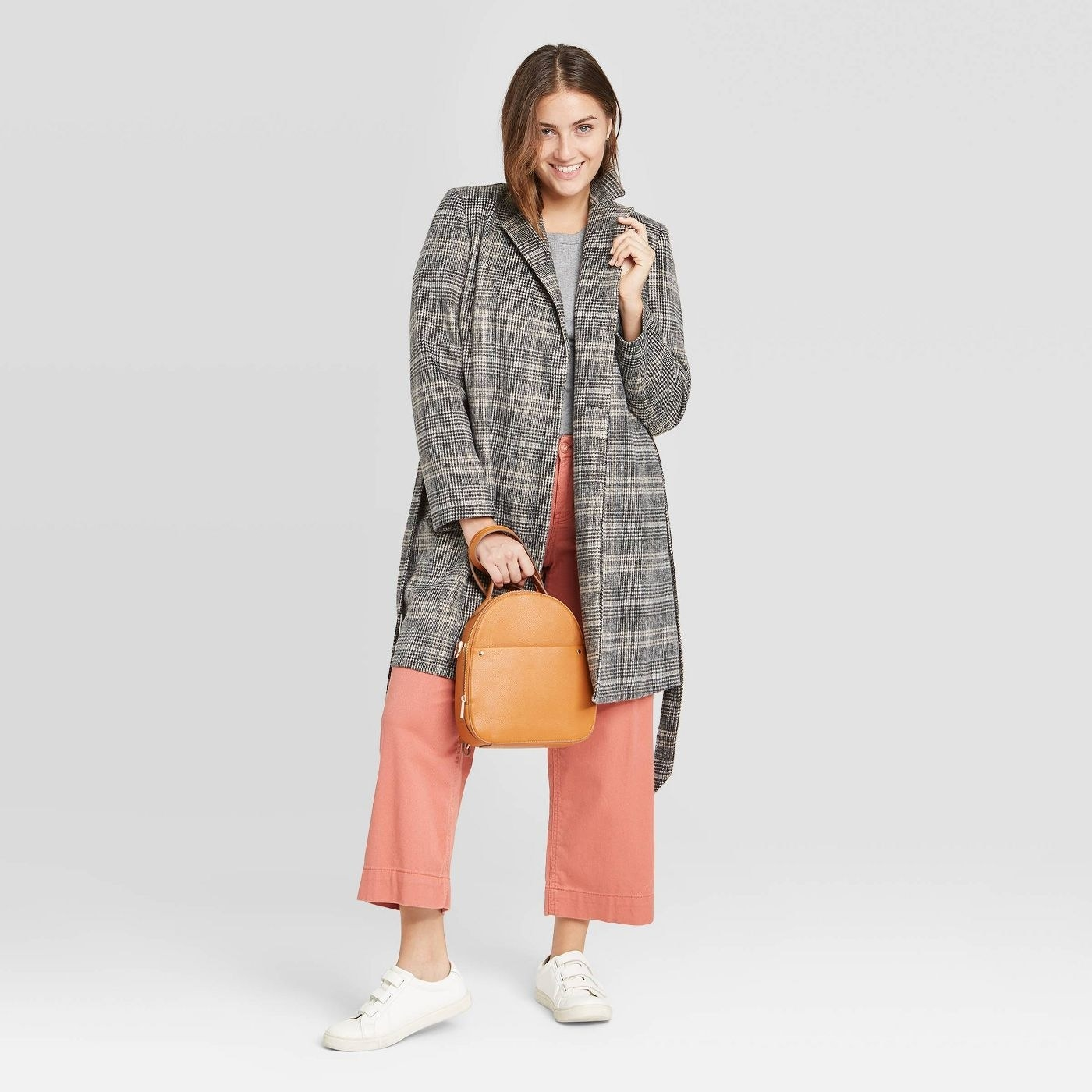 Model wear plaid overcoat with salmon pants and white sneakers
