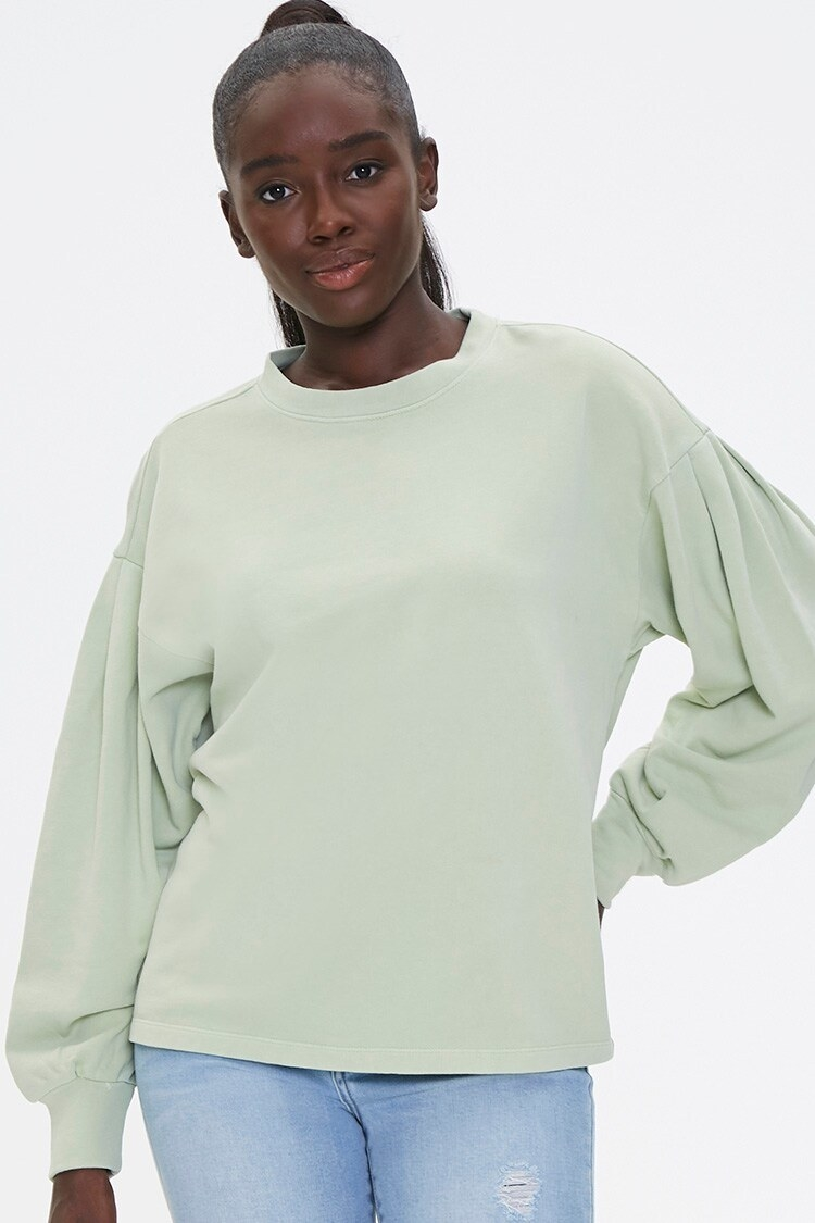The crew-neck sweatshirt with dropped shoulders and pleated oversized sleeves