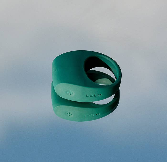 The green ring, with a thick top part (where the vibrations happen) and control buttons on the side