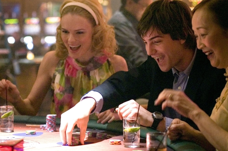 Jim Sturgess and Kate Bosworth playing blackjack.