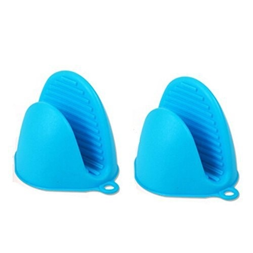 Blue silicone oven mitts.