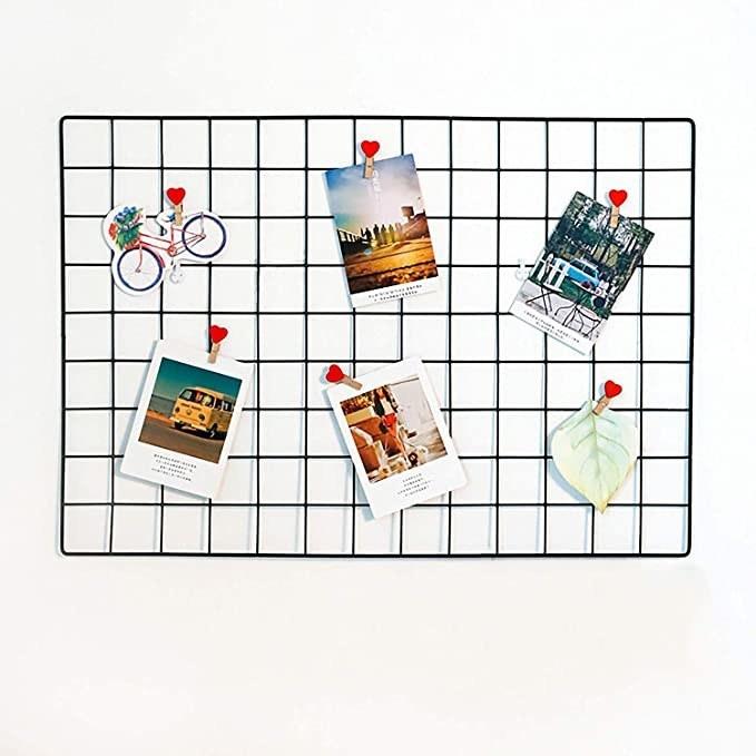 Metallic grid frame.