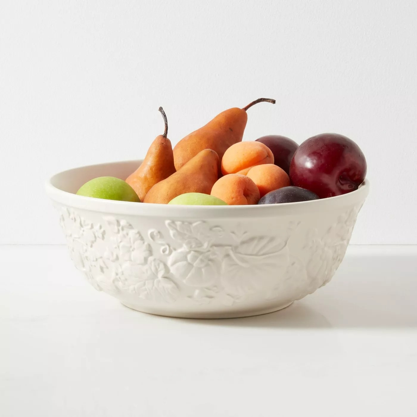 The bowl filled with fruit