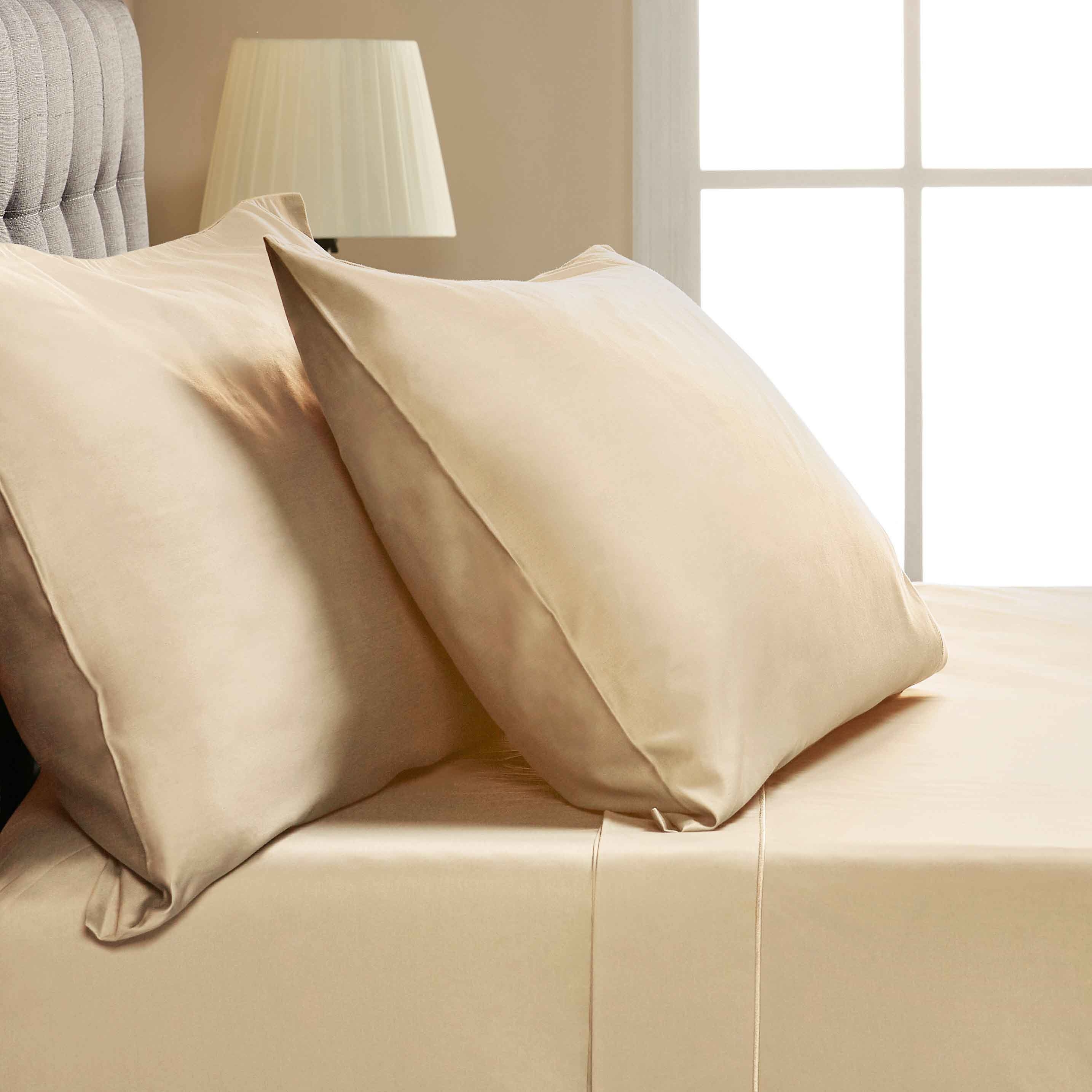 Egyptian cotton queen size sheets in Off-White