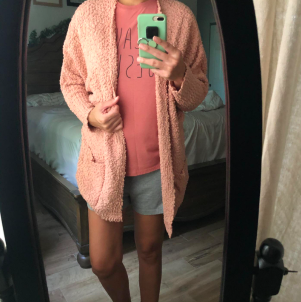 A customer wearing the Saodimallsu Womens Chunky Popcorn Cardigan in pink