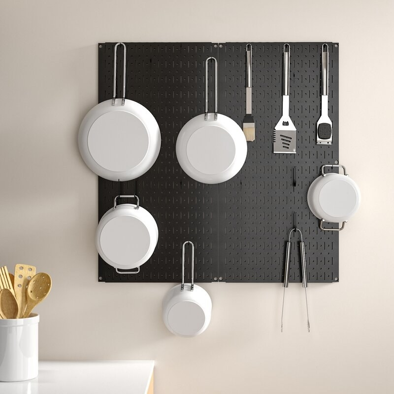 The organizer with cookware