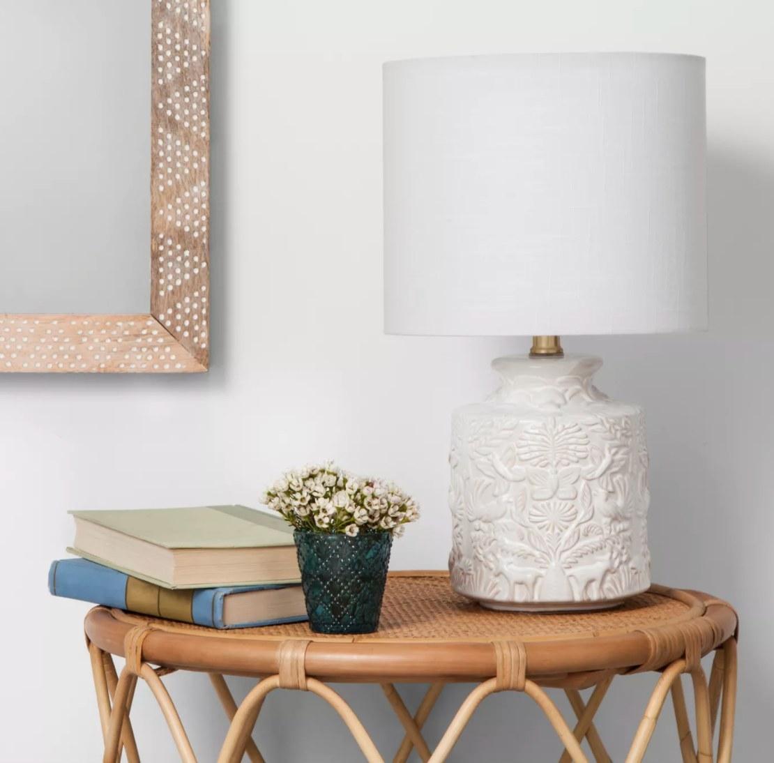 The white ceramic table lamp