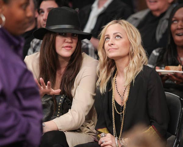 Khloe Kardashian (Kiri) dan Nicole Richie