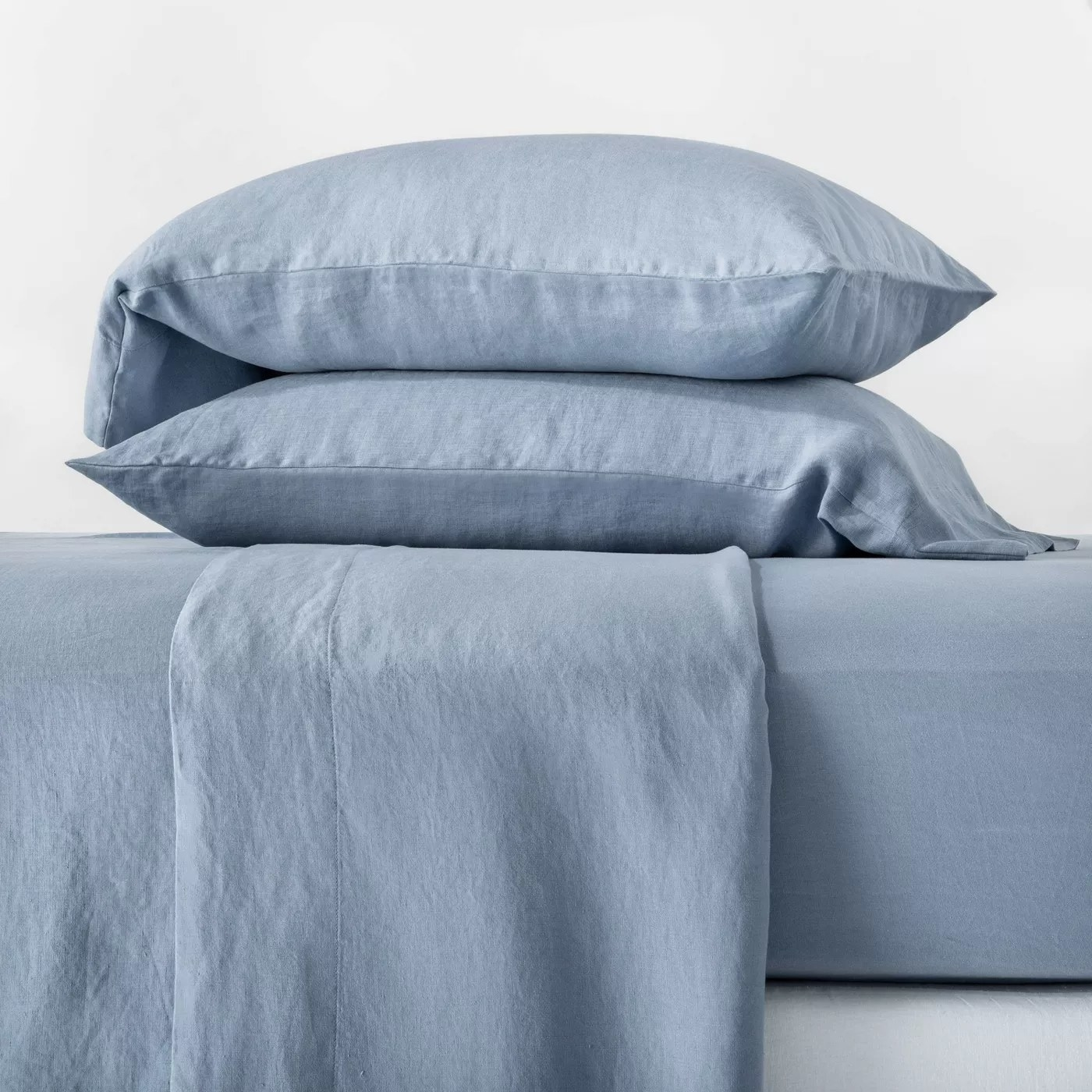 The sheet set in blue