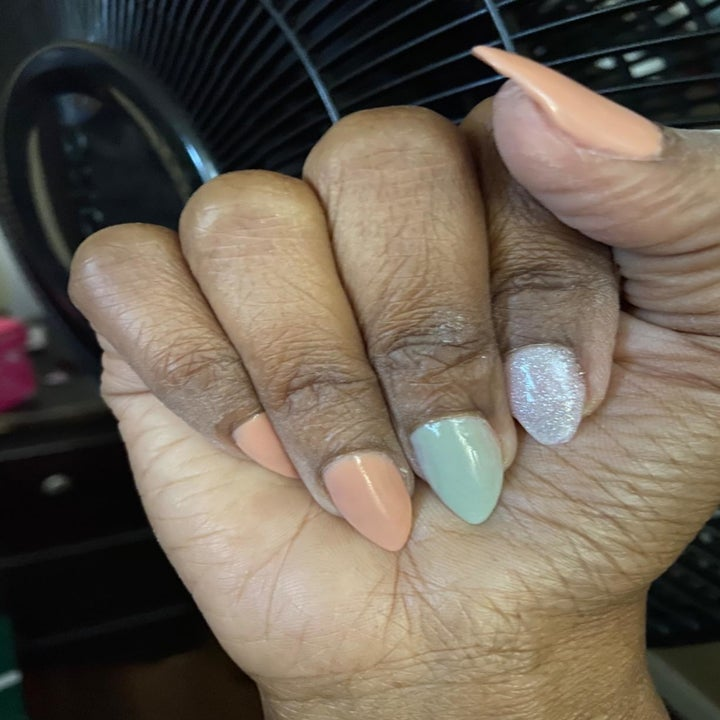 Reviewer with pointy nails in different pastel colors