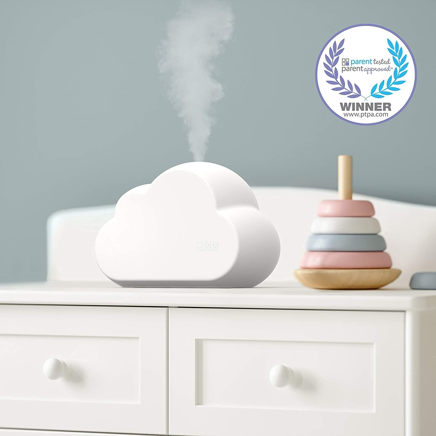 cloud-shaped humidifier releasing steam