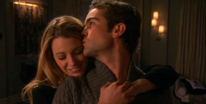 Serena hugging Nate from behind and he kisses her temple