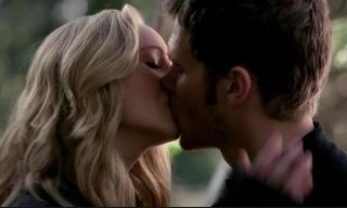 Caroline and Klaus sharing a kiss