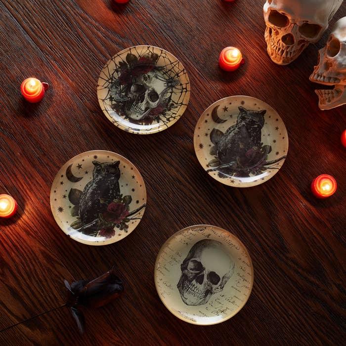 Halloween glass plate set