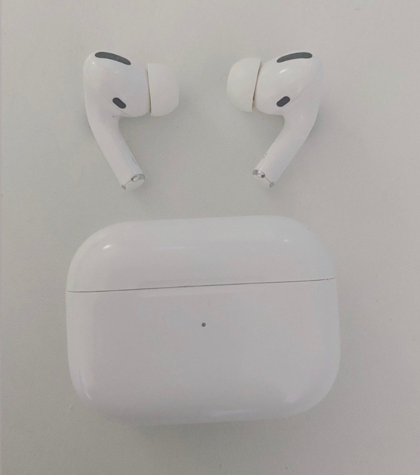 AirPods pro and case