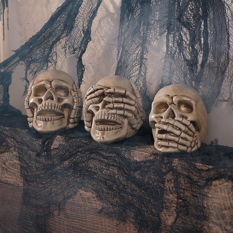 Set of three no evil skulls