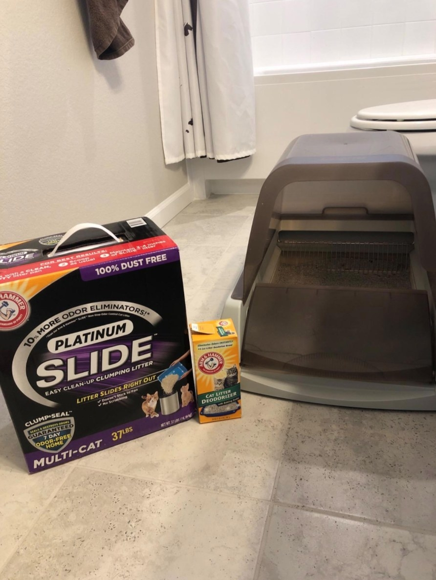 A reviewer's image of the automatic self-cleaning hooded litter box in gray