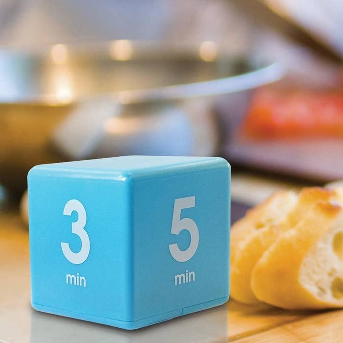 Blue cube with three minutes and five minutes on the sides