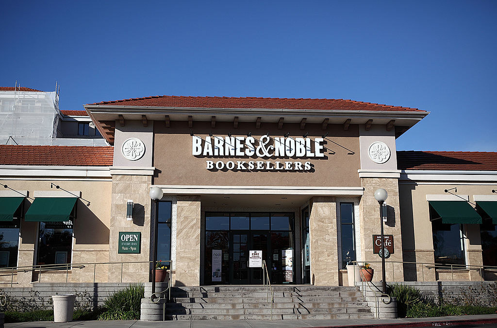 A photo of the outside of a Barnes & Noble bookstore