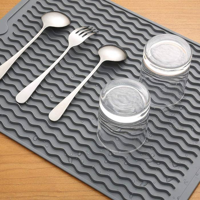Cutlery and two glasses on the silicone mat