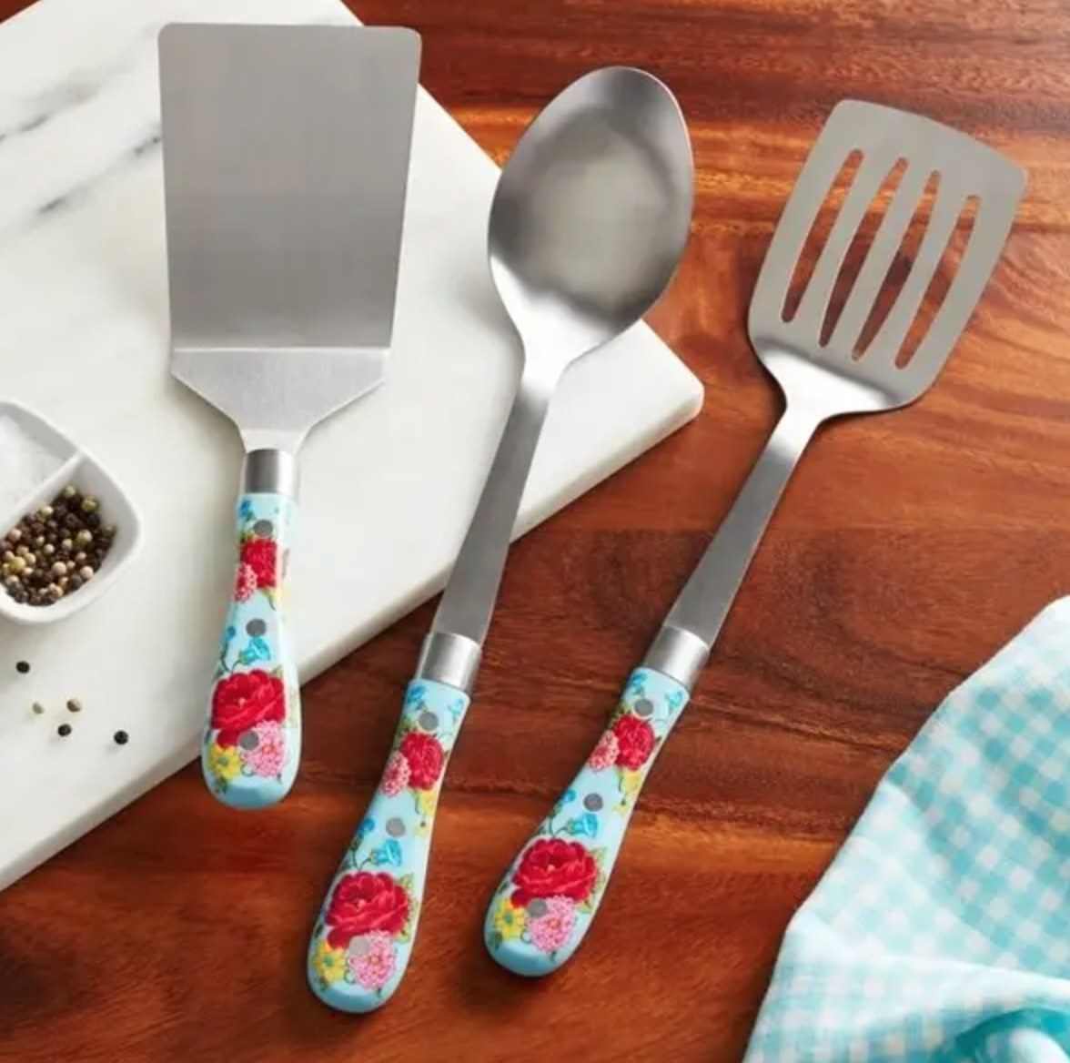 The floral-printed kitchen tools.