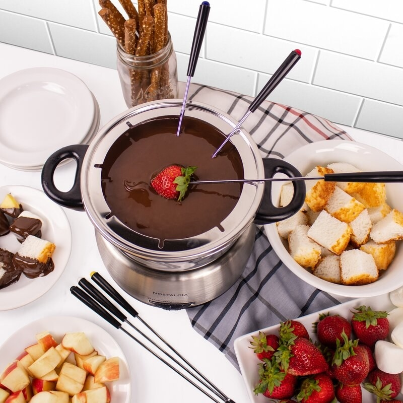 Stainless steel fondue pot with color coded forks