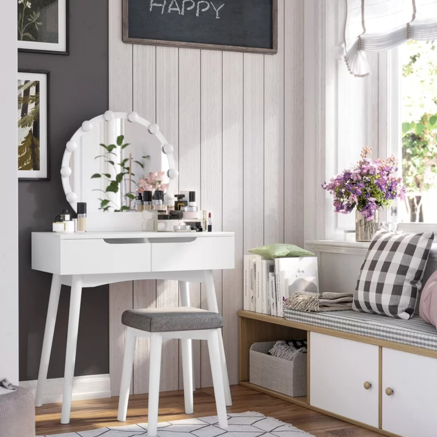 The vanity set with mirror in white