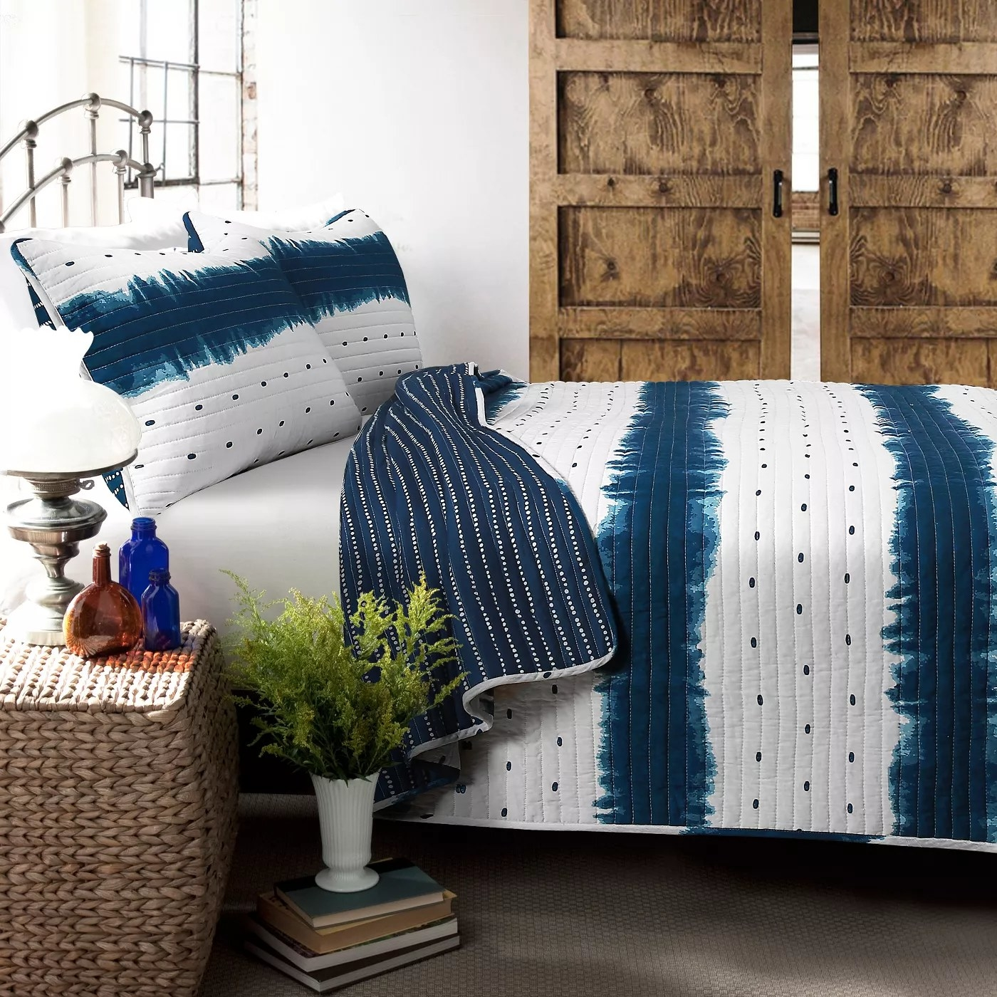 The double-sided comforter and matching pillows