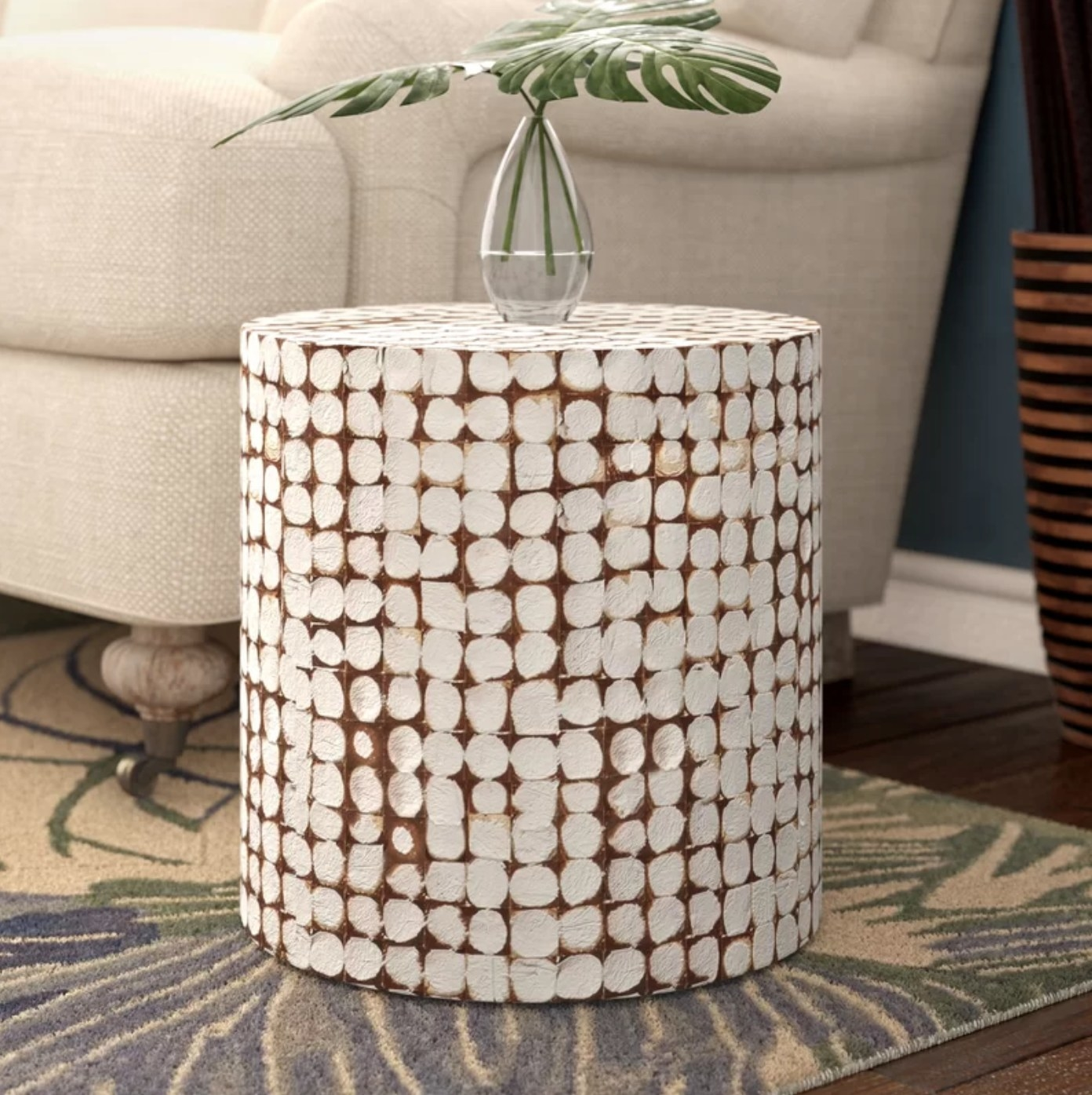 The end table in white and rust