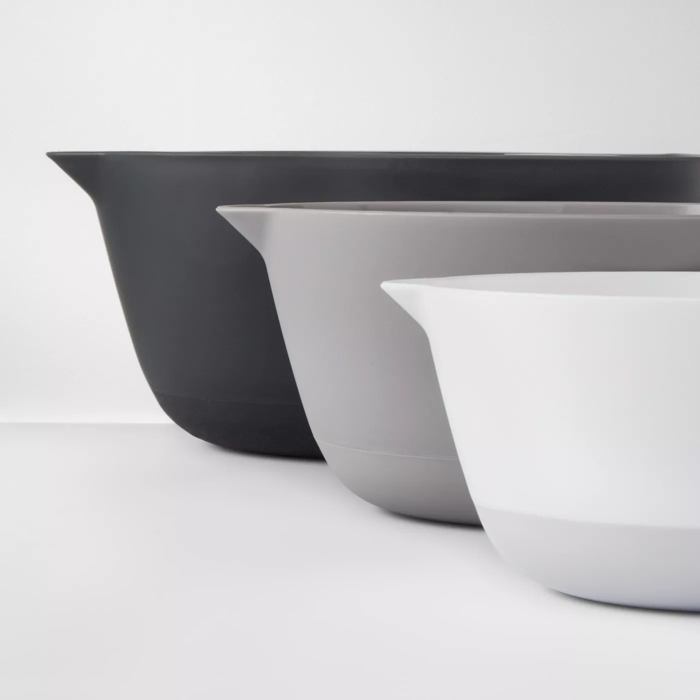 The mixing bowls shown next to each other in ascending order