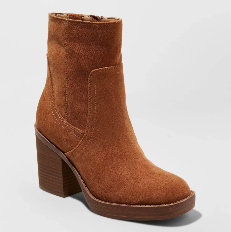 The boot in the color cognac