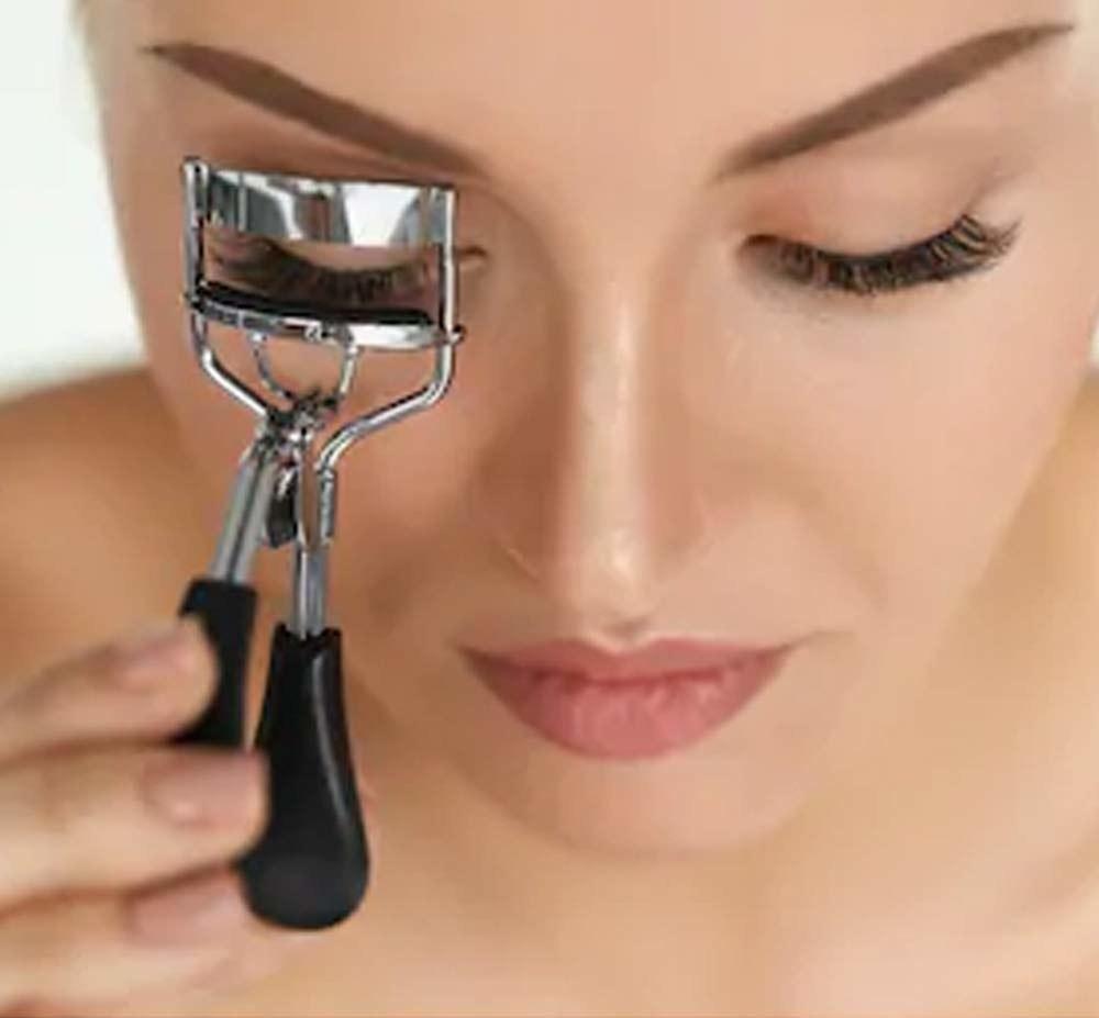 woman curling lash