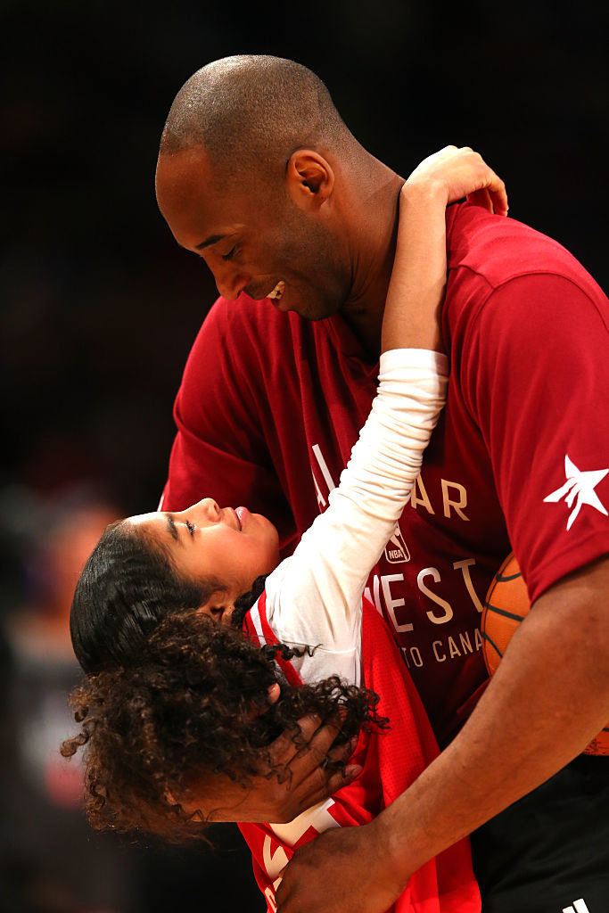 Kobe Bryant hugs his daughter Gianna at an NBA All-Star Game