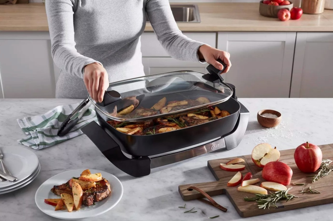 The electric skillet with a removable lid in black