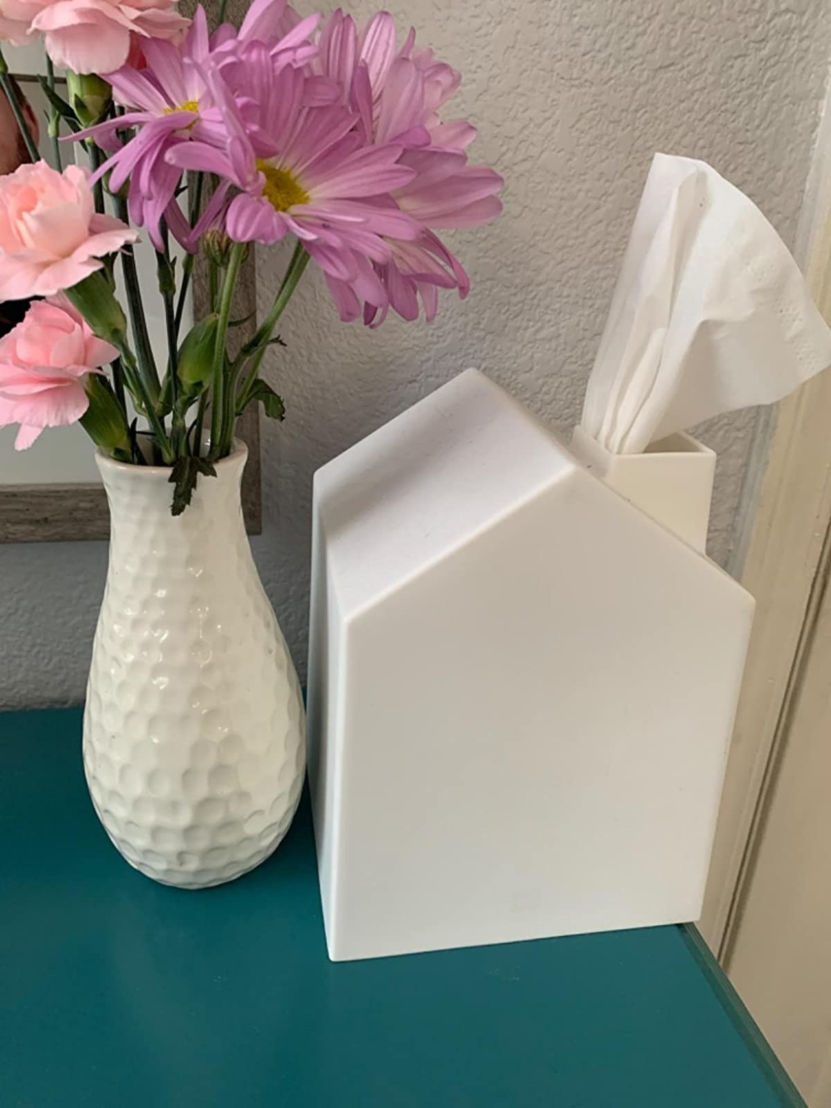 The tissue box cover in white