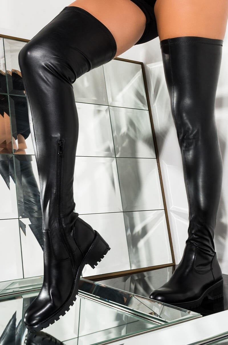 model wearing the flat boots with a side zipper