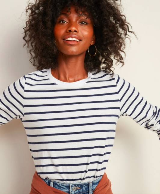 the T-shirt in white with black stripes