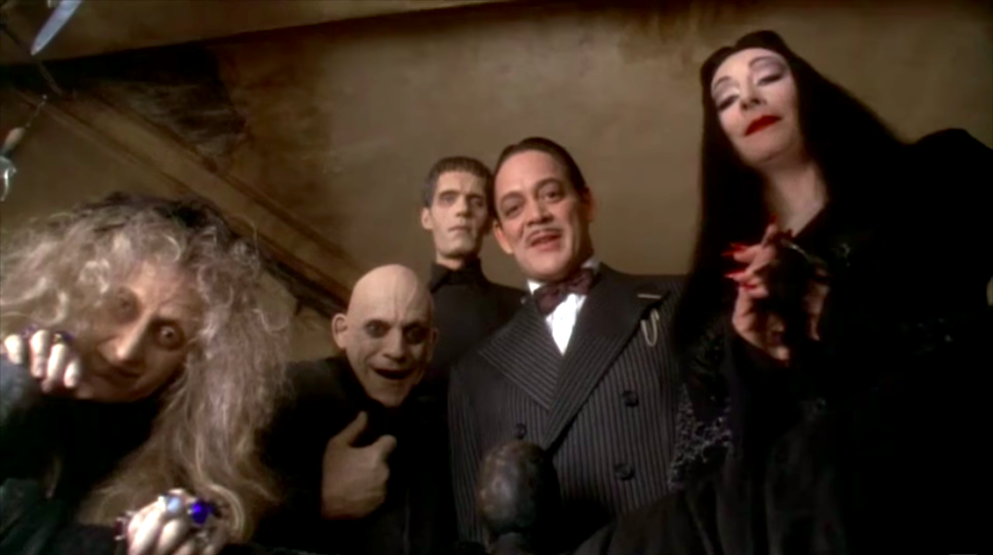 Carol Kane, Christopher Lloyd, Carel Struycken, Raul Julia, and Anjelica Huston in Addams Family Values