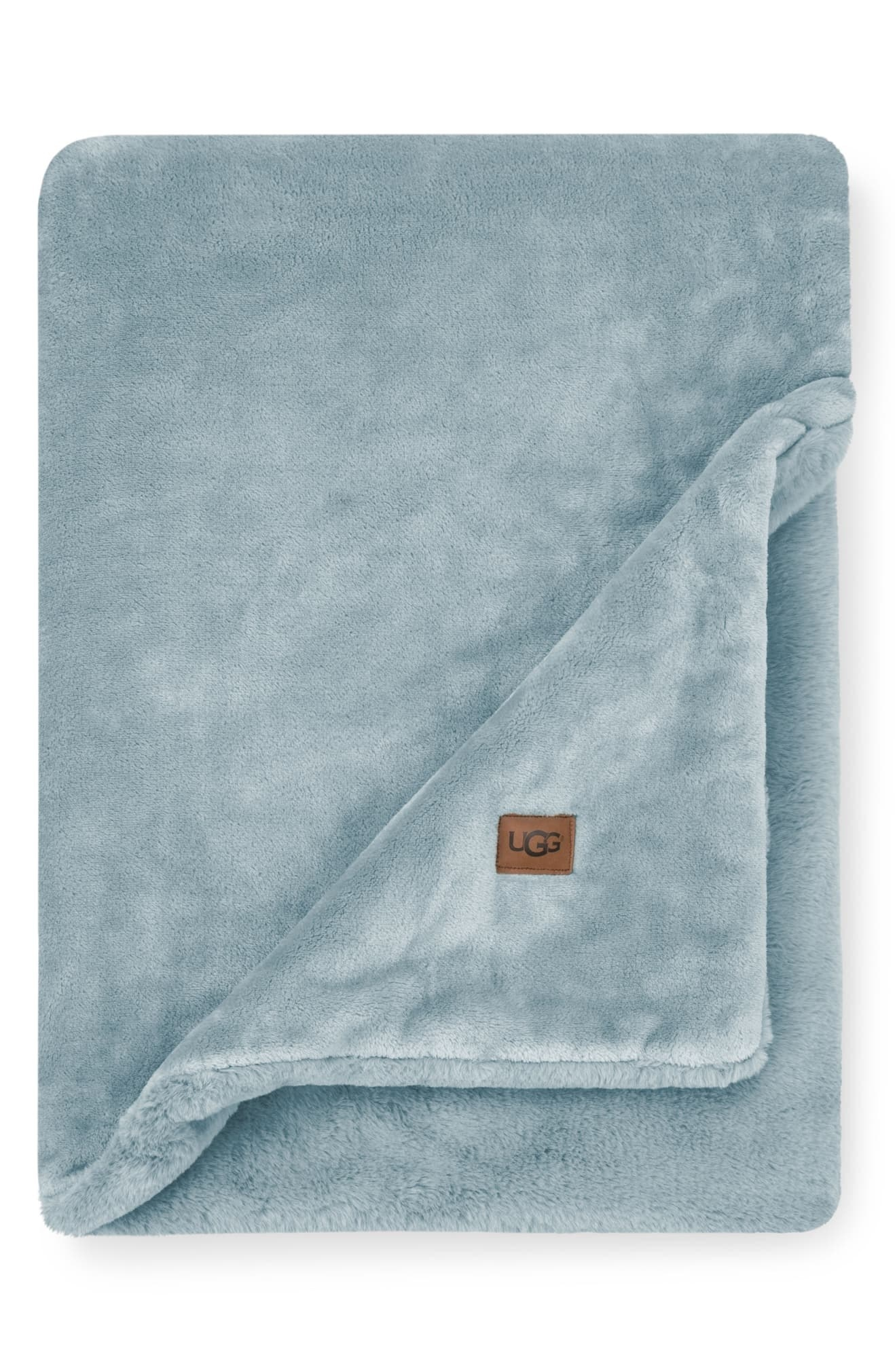 The fleece blanket in light blue