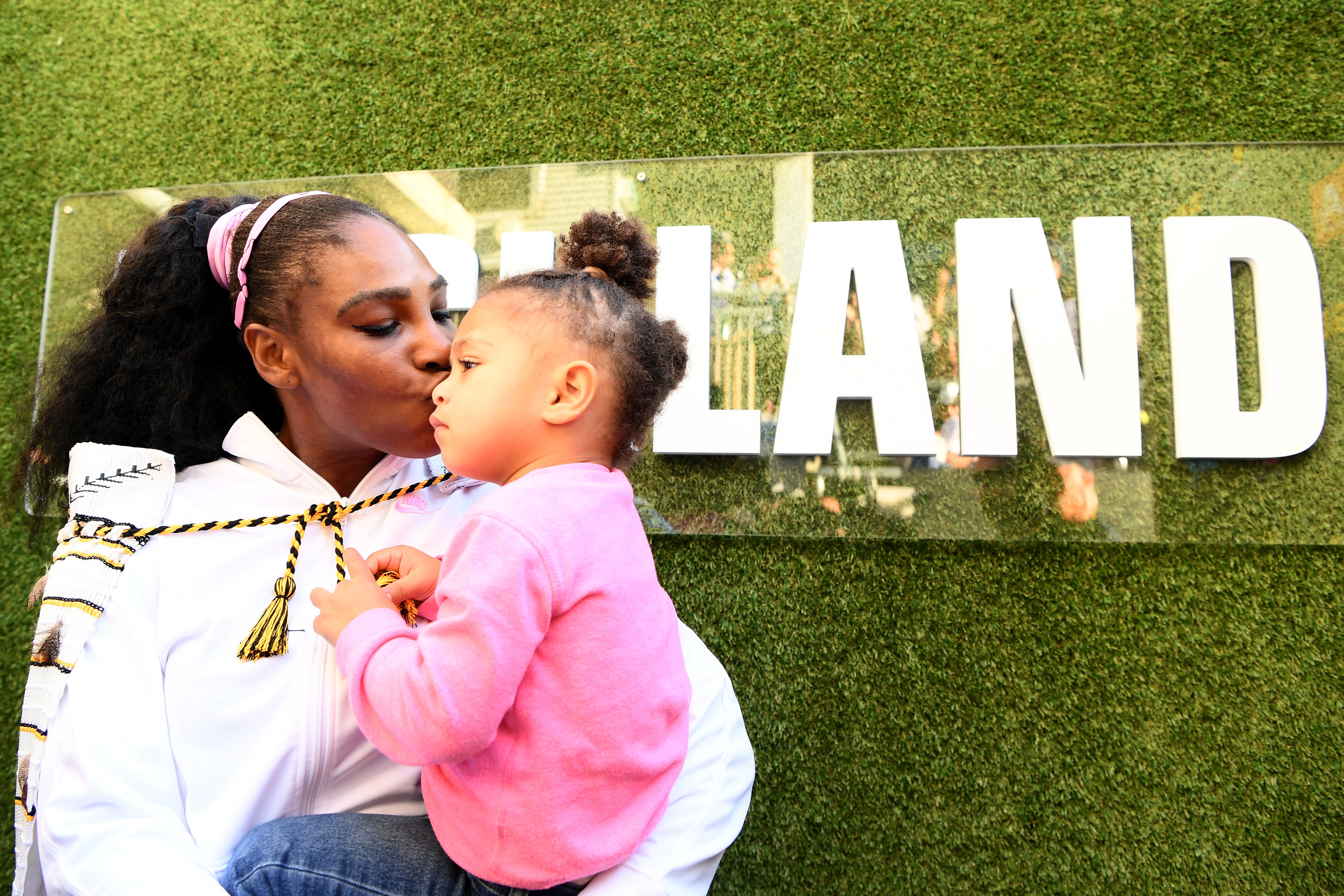 Serena kissing Olympia at the Auckland tennis tournament
