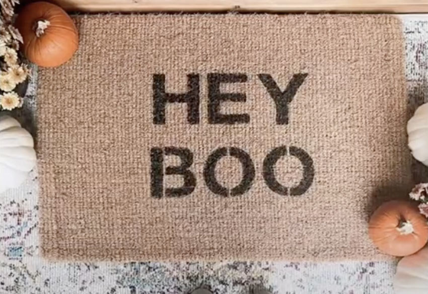 A doormat that reads Hey Boo