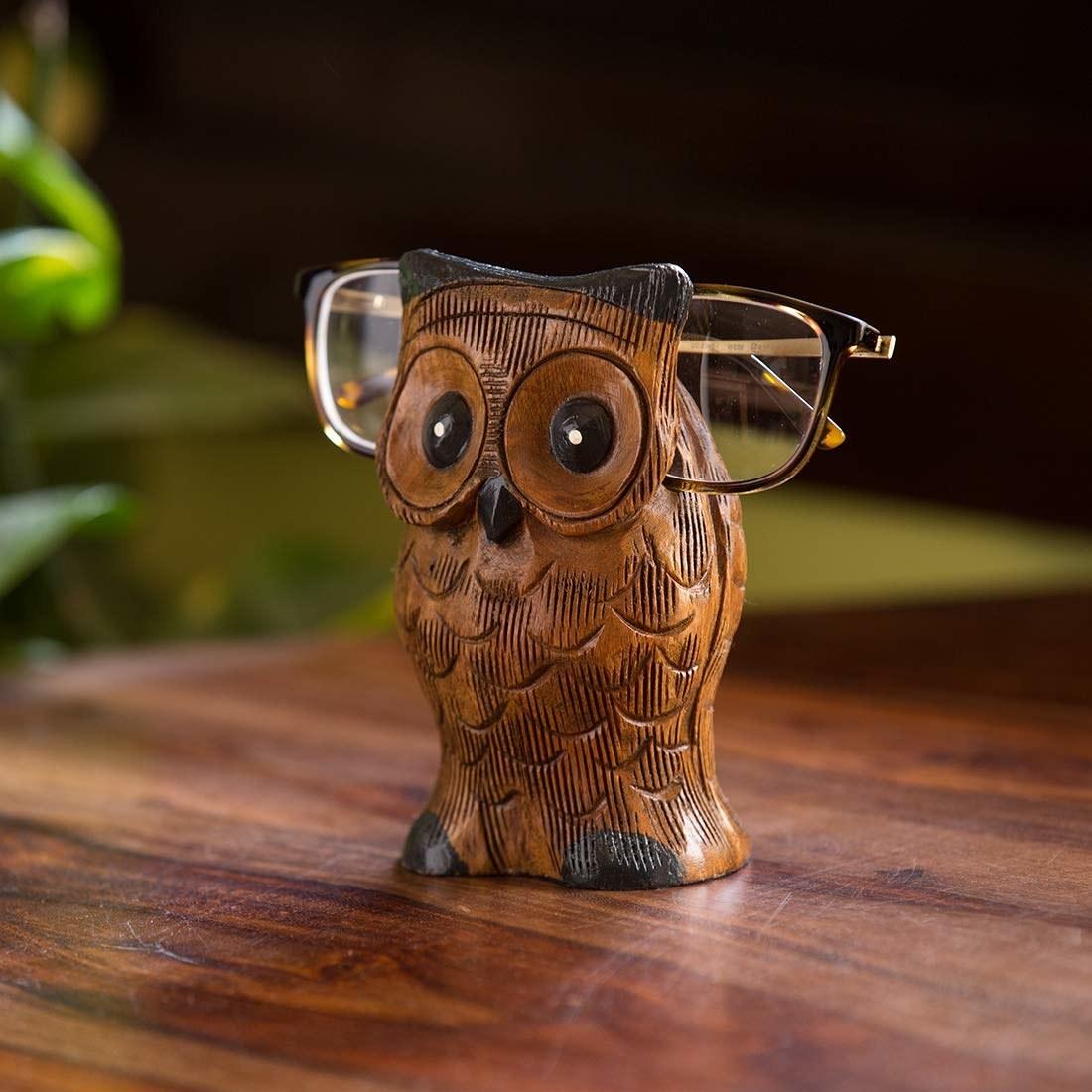 An owl glasses holder