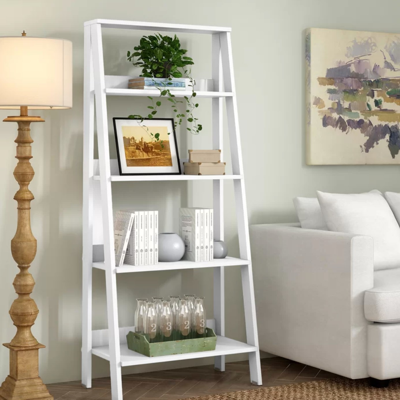 The ladder bookcase in white