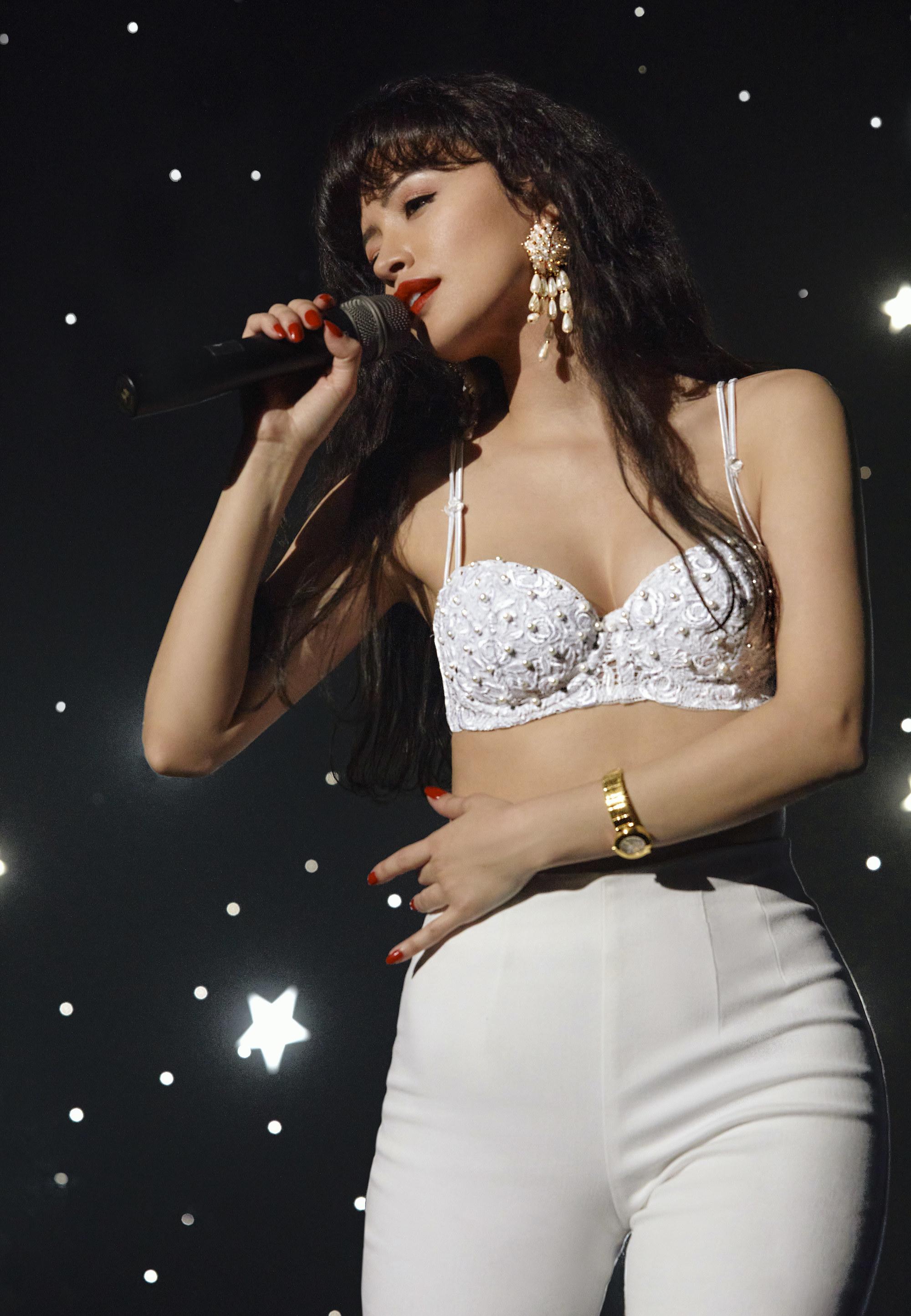 Christian Serratos as Selena singing onstage